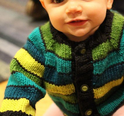 Easy to knit baby sweater made from a free pattern